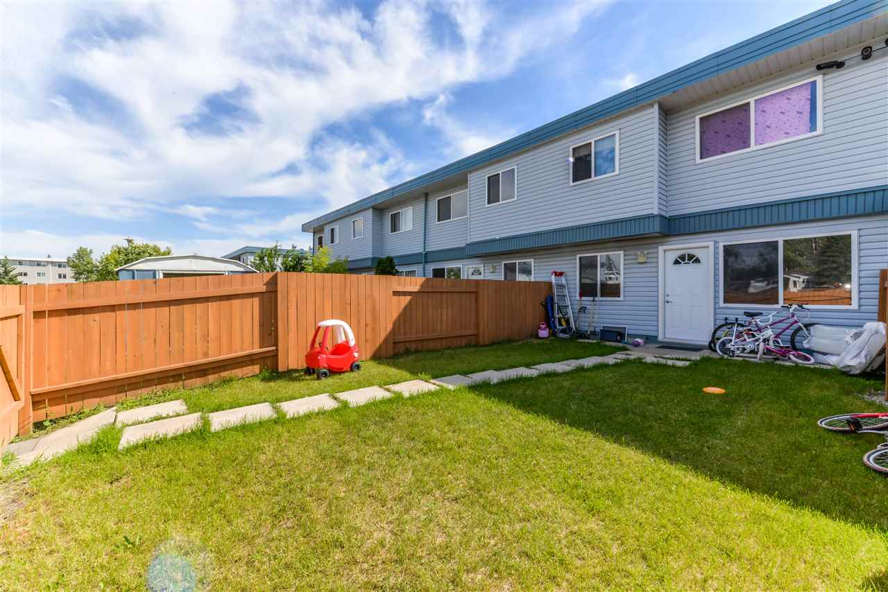 Photo 2: 1C 8725 184 Street in Edmonton: Zone 20 Townhouse for sale : MLS(r) # E4071138