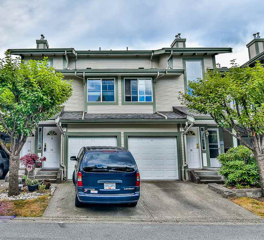 "Main Photo: 19 8892 208 Street in Langley: Walnut Grove Townhouse for sale in ""Hunter's Run"" : MLS® # R2183527"