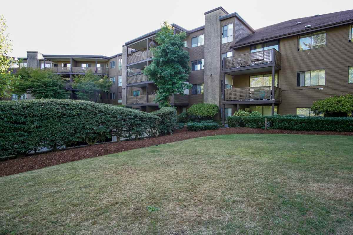 "Main Photo: G03 10698 151A Street in Surrey: Guildford Condo for sale in ""Lincolns Hill"" (North Surrey)  : MLS® # R2204032"