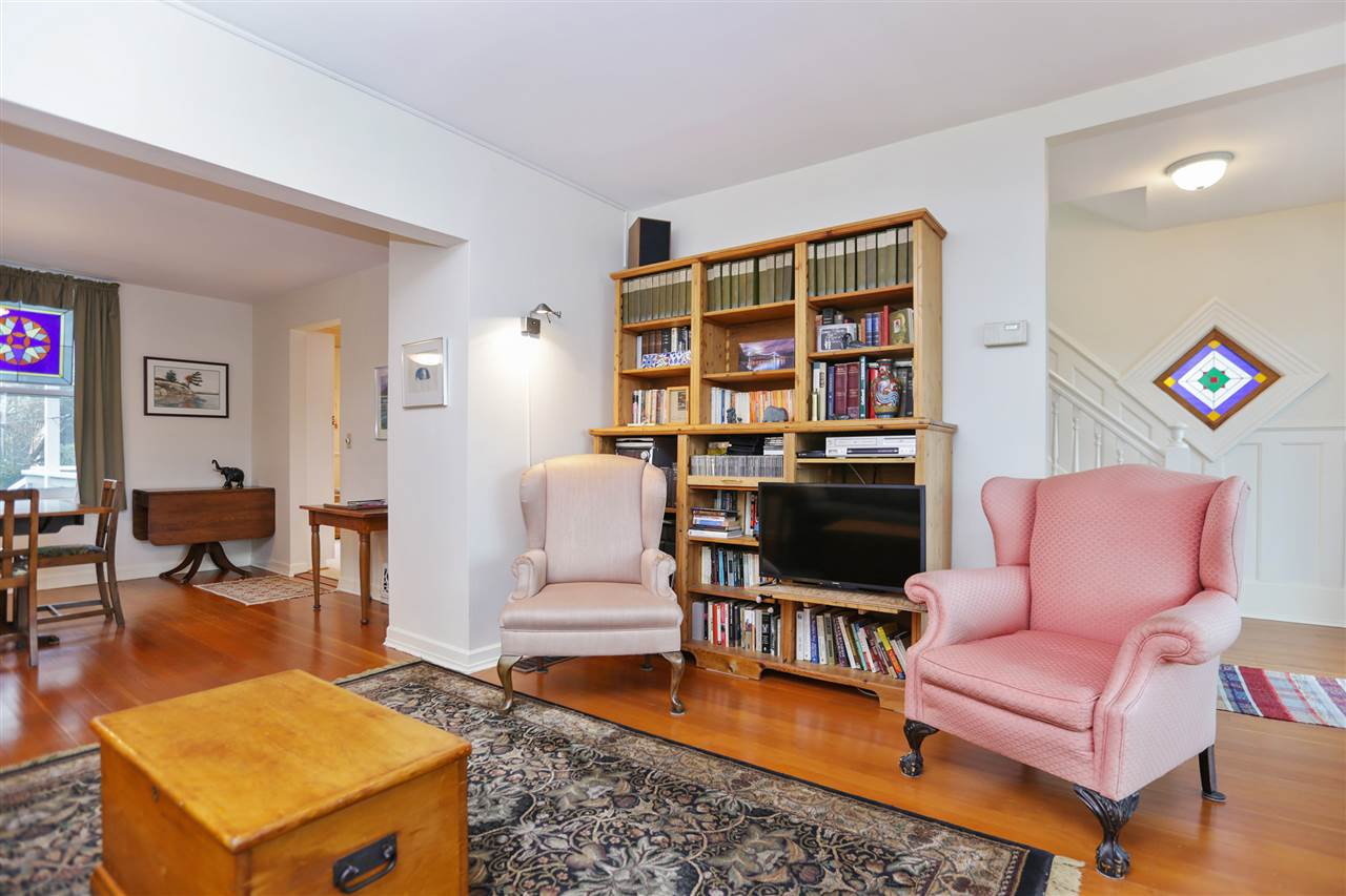 Photo 3: Photos: 242 E 28TH Street in North Vancouver: Upper Lonsdale House for sale : MLS® # R2233565