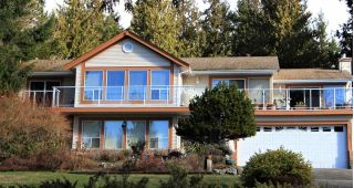 Main Photo: 7984 REDROOFFS Road in Halfmoon Bay: Halfmn Bay Secret Cv Redroofs House for sale (Sunshine Coast)  : MLS®# R2283729