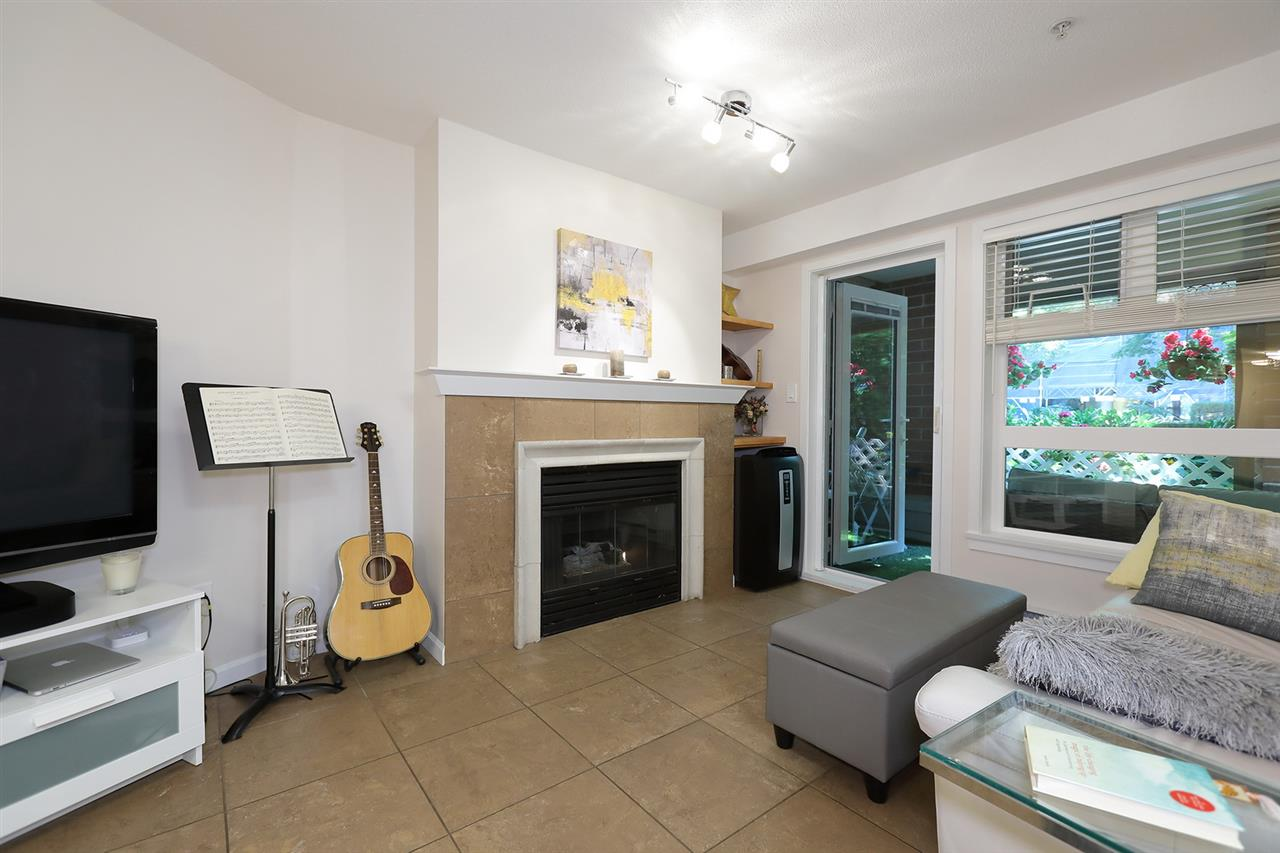 "Main Photo: 102 2181 W 12TH Avenue in Vancouver: Kitsilano Condo for sale in ""THE CARLINGS"" (Vancouver West)  : MLS®# R2296501"