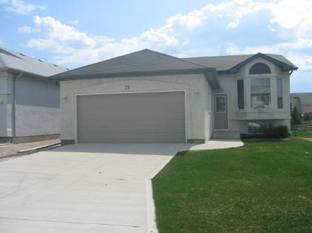 Photo 1: Photos: 75 Courland Bay: Residential for sale (Amber Trails)  : MLS® # 2808120