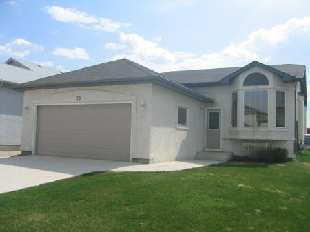 Photo 2: Photos: 75 Courland Bay: Residential for sale (Amber Trails)  : MLS®# 2808120