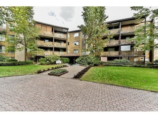 "Main Photo: 209 10644 151A Street in Surrey: Guildford Condo for sale in ""Lincoln Hill"" (North Surrey)  : MLS® # R2003304"