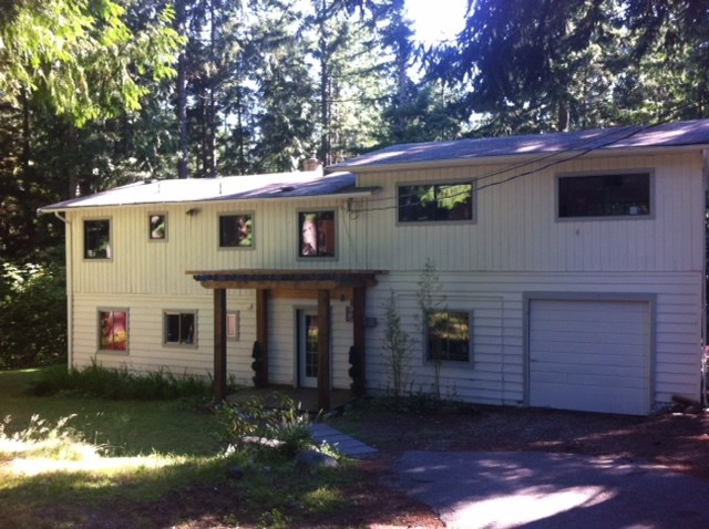 "Main Photo: 2259 GAIL Road: Roberts Creek House for sale in ""ROBERTS CREEK"" (Sunshine Coast)  : MLS(r) # R2088864"