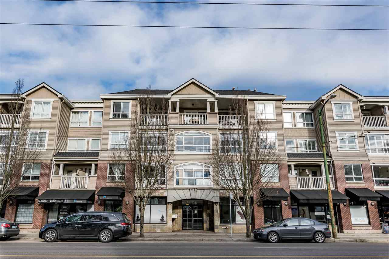 "Main Photo: 313 3333 W 4TH Avenue in Vancouver: Kitsilano Condo for sale in ""BLENHEIM TERRACE"" (Vancouver West)  : MLS®# R2131910"