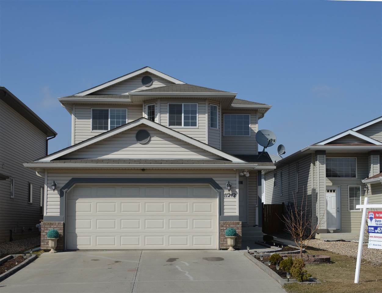 Main Photo: 11242 167A Avenue in Edmonton: Zone 27 House for sale : MLS(r) # E4051845