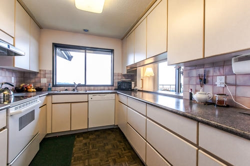 "Photo 15: 507 CRAIGMOHR Place in West Vancouver: Glenmore House for sale in ""GLENMORE"" : MLS(r) # R2155569"