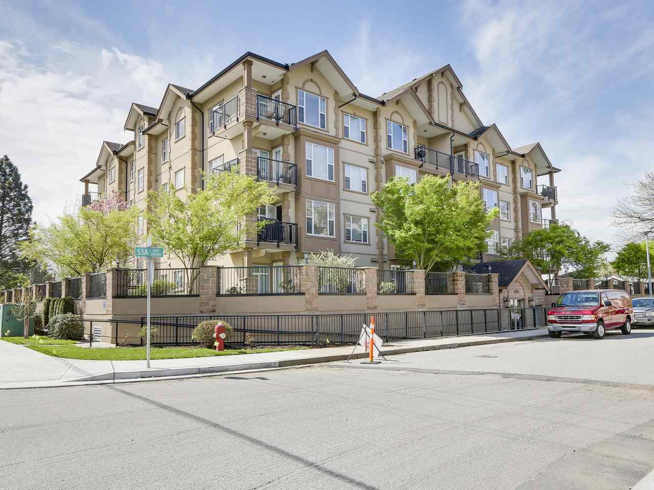 "Main Photo: 306 20286 53A Avenue in Langley: Langley City Condo for sale in ""CASA VERONA"" : MLS® # R2158193"