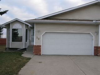 Main Photo: 28 7 CRANFORD Way: Sherwood Park Townhouse for sale : MLS(r) # E4061121