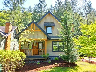 "Main Photo: 43548 RED HAWK Pass: Lindell Beach House for sale in ""THE COTTAGES AT CULTUS LAKE"" (Cultus Lake)  : MLS® # R2165999"