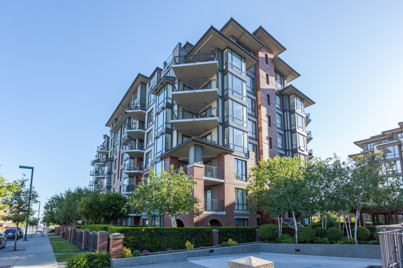 "Main Photo: 306 1551 FOSTER Street: White Rock Condo for sale in ""Sussex House"" (South Surrey White Rock)  : MLS(r) # R2170329"