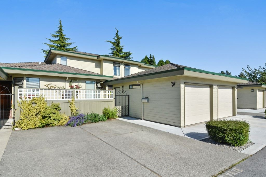 "Main Photo: 3 14223 18A Avenue in Surrey: Sunnyside Park Surrey Townhouse for sale in ""SUNHILL GARDENS"" (South Surrey White Rock)  : MLS(r) # R2186905"