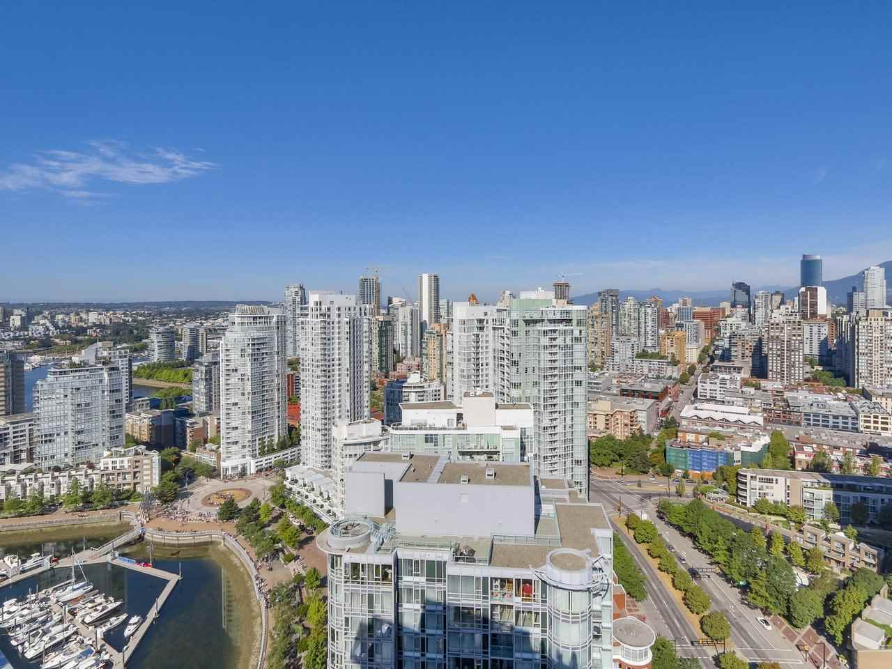 Main Photo: 3905 1033 MARINASIDE CRESCENT in Vancouver: Yaletown Condo  (Vancouver West)  : MLS®# R2202541