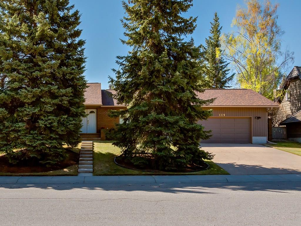 Main Photo: 119 OAKFERN Road SW in Calgary: Oakridge House for sale : MLS®# C4185416