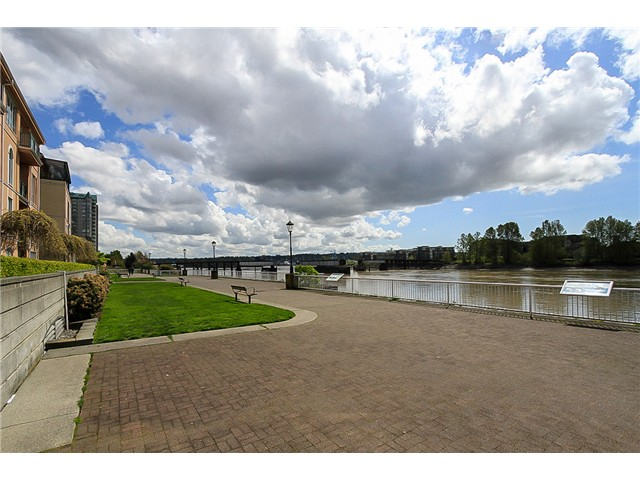 "Photo 13: 1001 1 RENAISSANCE Square in New Westminster: Quay Condo for sale in ""THE Q AT THE NEW WESTMINSTER QUAY"" : MLS(r) # V1061175"