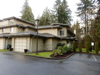 "Main Photo: 111 1386 LINCOLN Drive in Port Coquitlam: Oxford Heights Townhouse for sale in ""MOUNTAIN PARK VILLAGE"" : MLS(r) # R2030130"