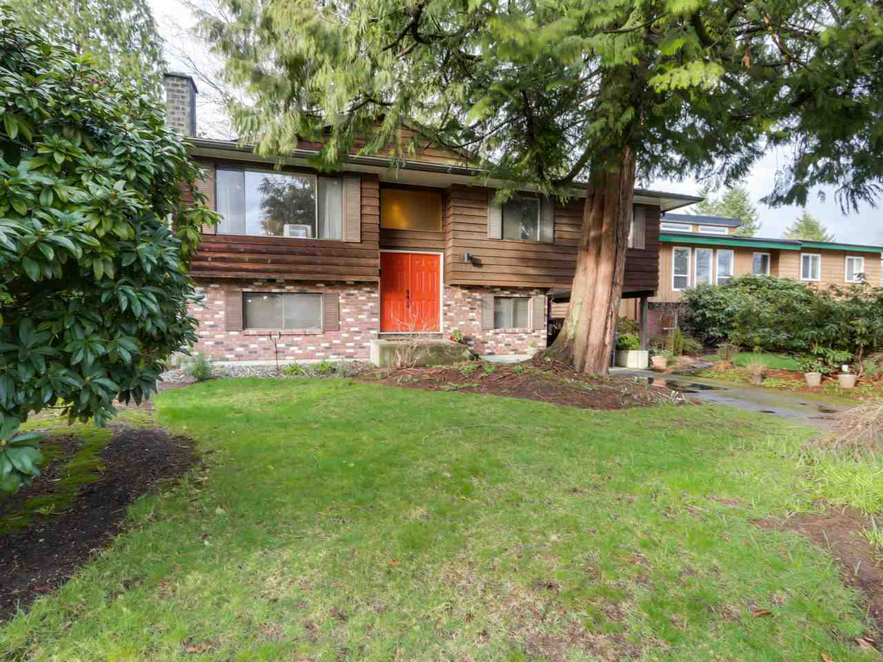 "Main Photo: 927 CORNWALL Place in Port Coquitlam: Lincoln Park PQ House for sale in ""LINCOLN PARK"" : MLS® # R2045430"