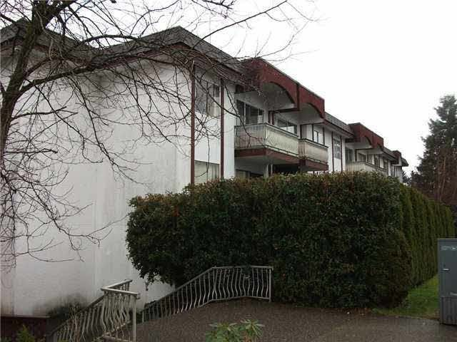 "Main Photo: 106 135 W 21ST Street in North Vancouver: Central Lonsdale Condo for sale in ""Del Amos"" : MLS®# R2091030"