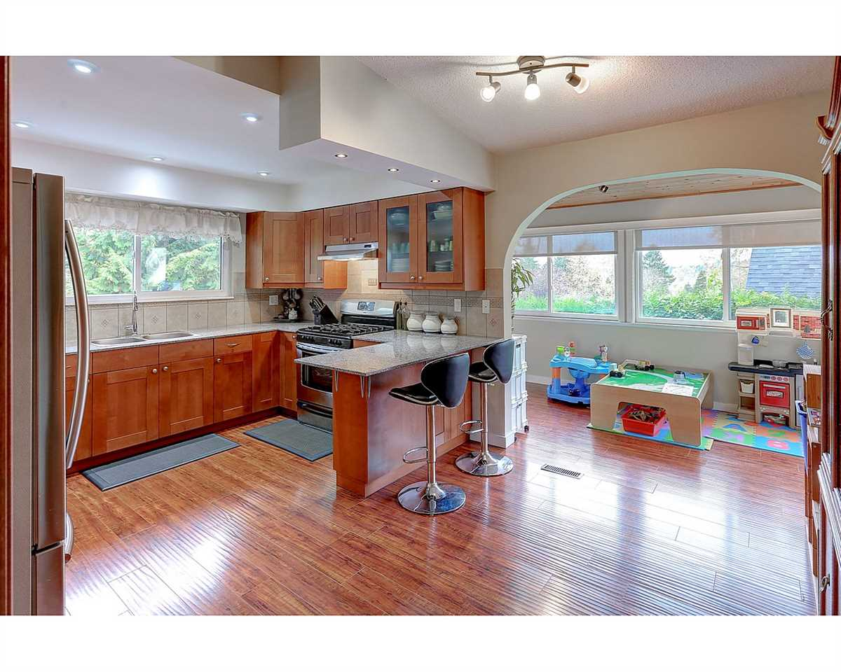 Photo 9: 1897 DAWES HILL Road in Coquitlam: Central Coquitlam House for sale : MLS® # R2121879