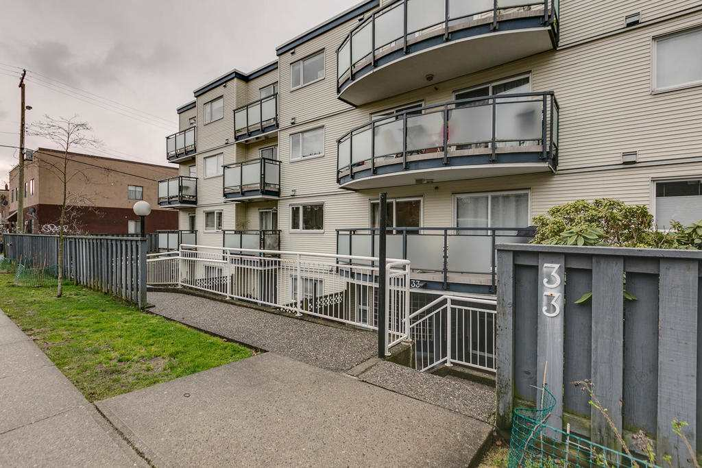"Main Photo: 306 33 TEMPLETON Avenue in Vancouver: Hastings Condo for sale in ""North Templeton"" (Vancouver East)  : MLS® # R2149760"
