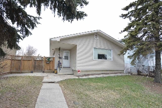 Main Photo: 13012 FORT Road in Edmonton: Zone 02 House for sale : MLS(r) # E4060030