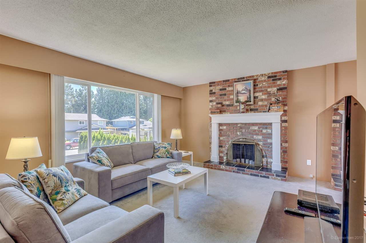 Photo 2: 19359 121A Avenue in Pitt Meadows: Central Meadows House for sale : MLS(r) # R2169839