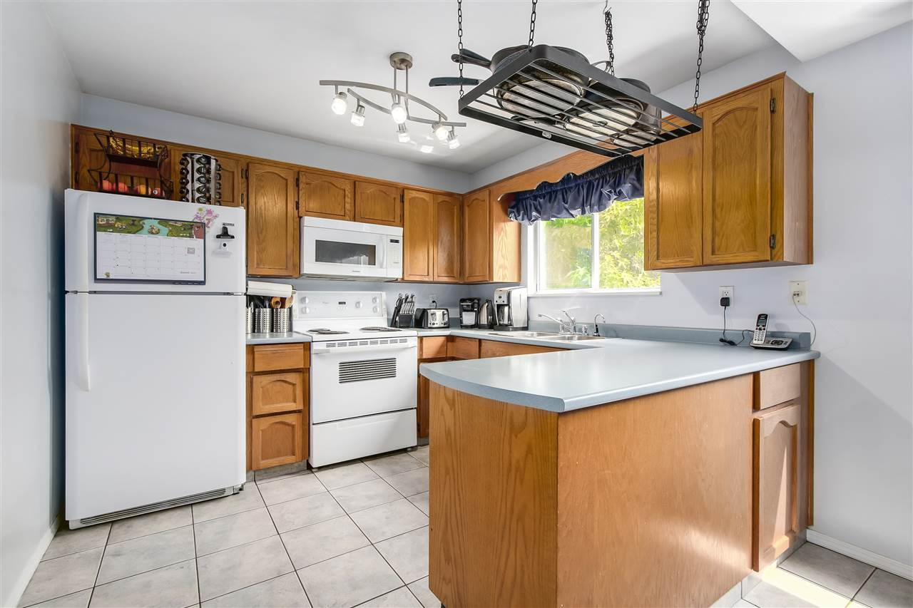 Photo 5: Photos: 115 WARRICK Street in Coquitlam: Cape Horn House for sale : MLS®# R2194175