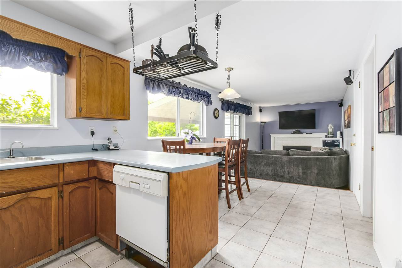 Photo 7: Photos: 115 WARRICK Street in Coquitlam: Cape Horn House for sale : MLS®# R2194175