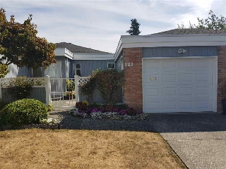 "Main Photo: 121 14271 18A Avenue in Surrey: Sunnyside Park Surrey Townhouse for sale in ""OCEAN BLUFF COURT"" (South Surrey White Rock)  : MLS® # R2197469"