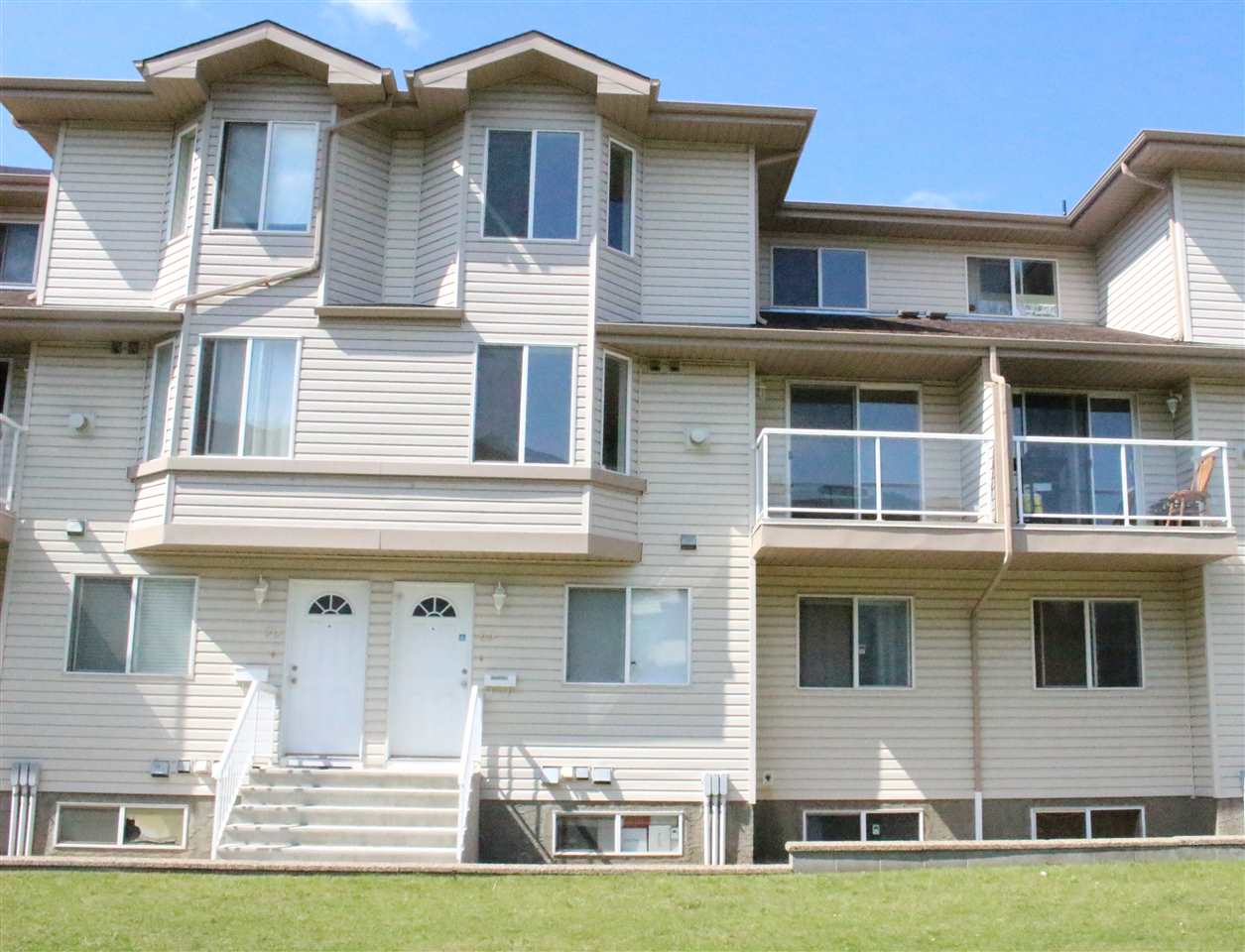 Main Photo: 69 2505 42 Street in Edmonton: Zone 29 Townhouse for sale : MLS® # E4078140