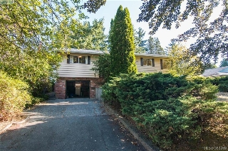 Main Photo: 1290 Glyn Road in VICTORIA: SW Layritz Single Family Detached for sale (Saanich West)  : MLS® # 382769