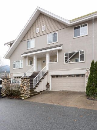 Main Photo: 34 1200 EDGEWATER Drive in Squamish: Northyards Townhouse for sale : MLS® # R2224641