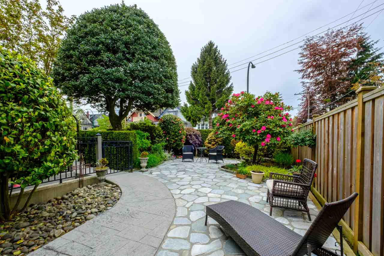 Main Photo: 1732 BALACLAVA Street in Vancouver: Kitsilano Townhouse for sale (Vancouver West)  : MLS®# R2251023