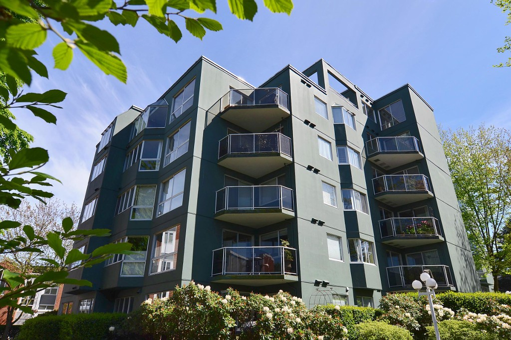 "Main Photo: 308 1508 MARINER Walk in Vancouver: False Creek Condo for sale in ""MARINER POINT"" (Vancouver West)  : MLS(r) # V1062003"