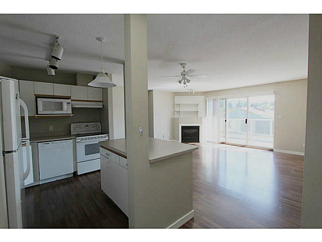 "Photo 4: 303 33839 MARSHALL Road in Abbotsford: Central Abbotsford Condo for sale in ""City Scape"" : MLS(r) # F1447100"
