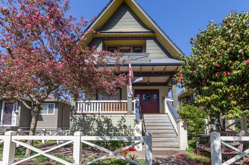 Main Photo: 643 E 11TH Avenue in Vancouver: Mount Pleasant VE House for sale (Vancouver East)  : MLS®# R2055195