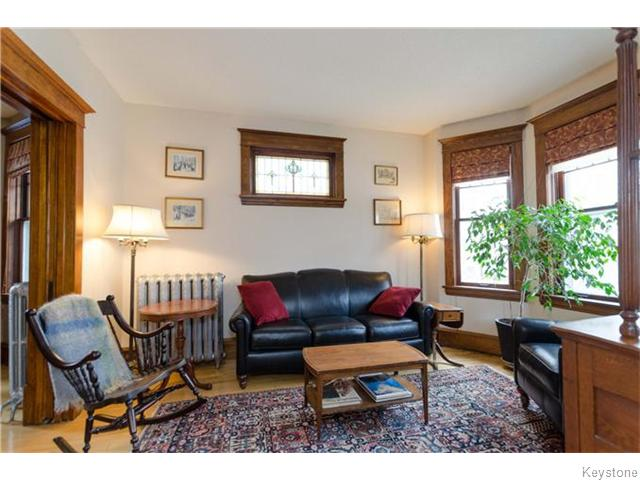 Photo 2: 221 Walnut Street in Winnipeg: West End / Wolseley Residential for sale (West Winnipeg)  : MLS® # 1609946