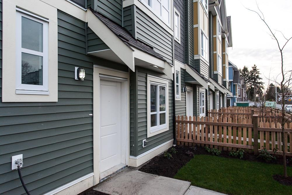 "Photo 3: SL.9 14388 103 Avenue in Surrey: Whalley Townhouse for sale in ""The Virtue"" (North Surrey)  : MLS® # R2068850"