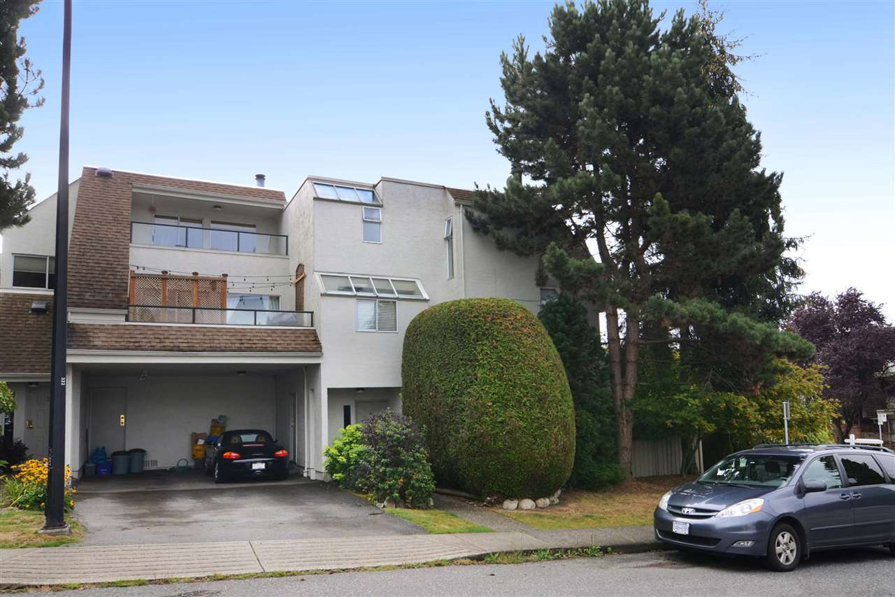 Main Photo: 4 410 MAHON Avenue in North Vancouver: Lower Lonsdale Townhouse for sale : MLS® # R2106226