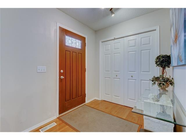 Photo 2: 26 HIDDEN VALLEY Link NW in Calgary: Hidden Valley House for sale : MLS(r) # C4079786