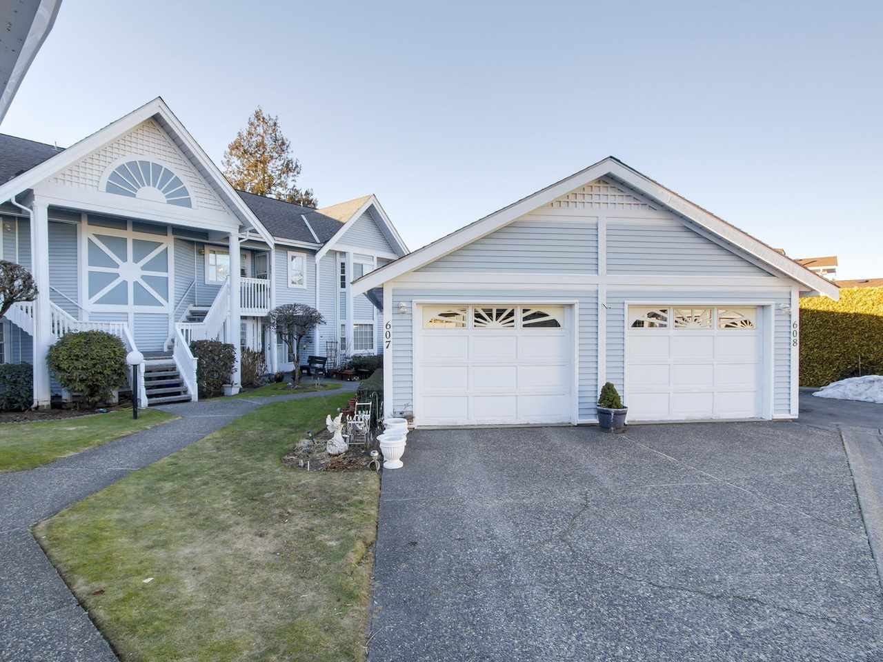"Main Photo: 608 9131 154 Street in Surrey: Fleetwood Tynehead Townhouse for sale in ""Lexington Square"" : MLS® # R2136755"