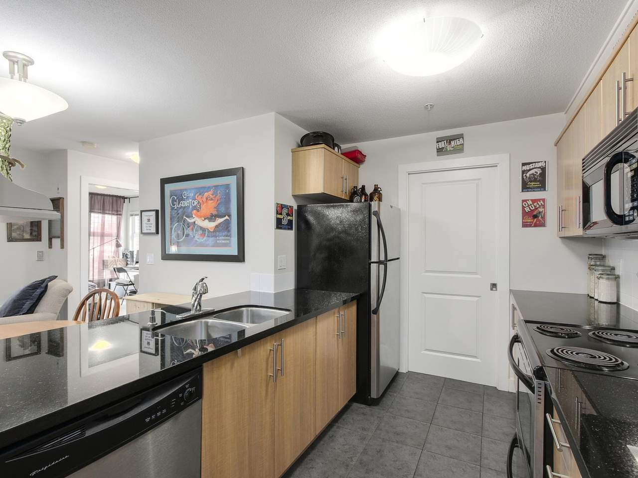 "Photo 7: 309 3260 ST JOHNS Street in Port Moody: Port Moody Centre Condo for sale in ""THE SQUARE"" : MLS(r) # R2137045"