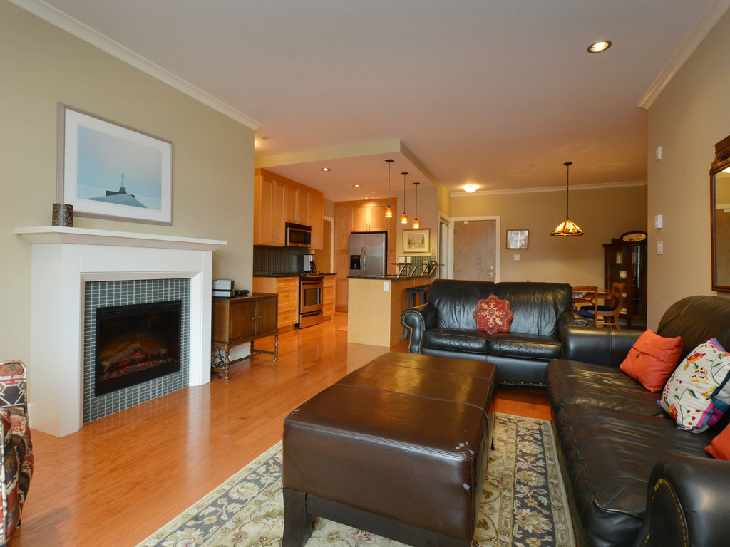 Photo 3: 307 769 Arncote Avenue in VICTORIA: La Langford Proper Condo Apartment for sale (Langford)  : MLS® # 374535