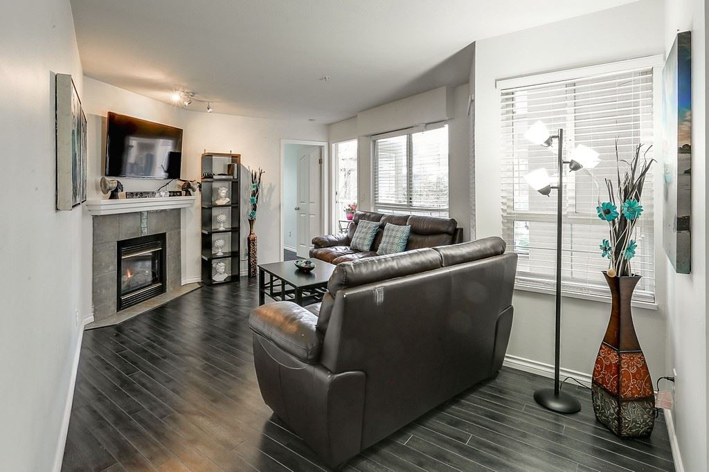 "Photo 10: 307 8110 120A Street in Surrey: Queen Mary Park Surrey Condo for sale in ""Main Street Complex"" : MLS® # R2144020"