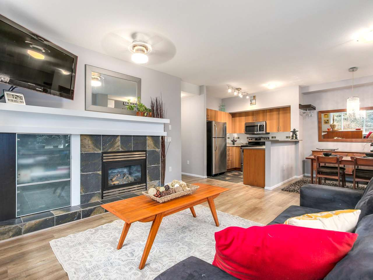 "Photo 7: 11 50 PANORAMA Place in Port Moody: Heritage Woods PM Townhouse for sale in ""ADVENTURE RIDGE"" : MLS(r) # R2146460"