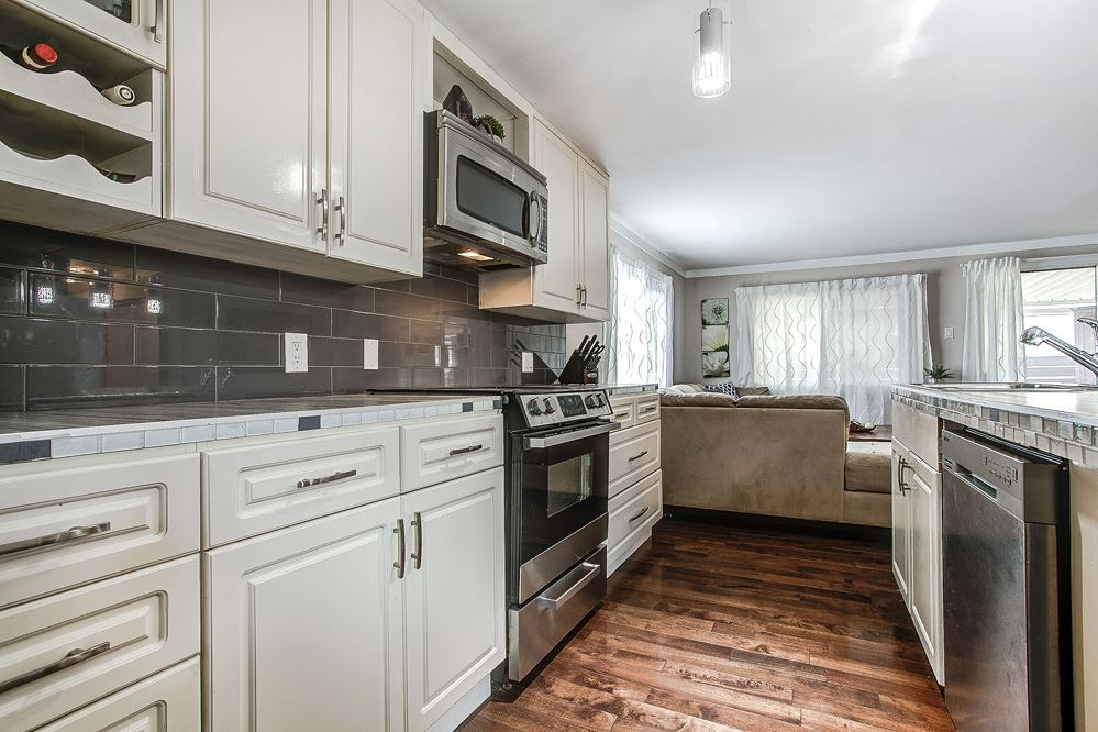 "Photo 4: 297 201 CAYER Street in Coquitlam: Maillardville Manufactured Home for sale in ""WILDWOOD PARK"" : MLS(r) # R2162916"