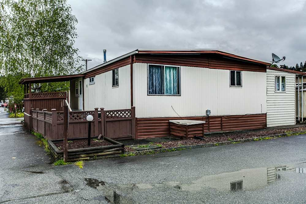 "Photo 15: 297 201 CAYER Street in Coquitlam: Maillardville Manufactured Home for sale in ""WILDWOOD PARK"" : MLS(r) # R2162916"
