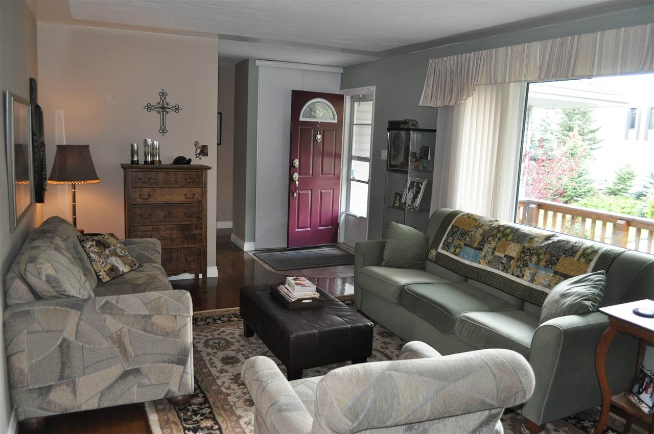 at 1149 square feet, all of the living spaces have elbow room.  This is a great family home, in the heart of Fulton Place, steps from Hardisty school, and the pool
